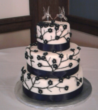 via Henry 39s phone Tamara 39s Wedding Cake that I decorated the top two